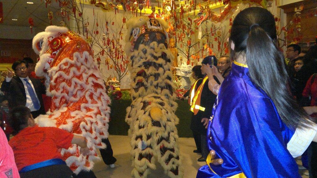 The lions praying to Avalokitesvara Bodhisattva.